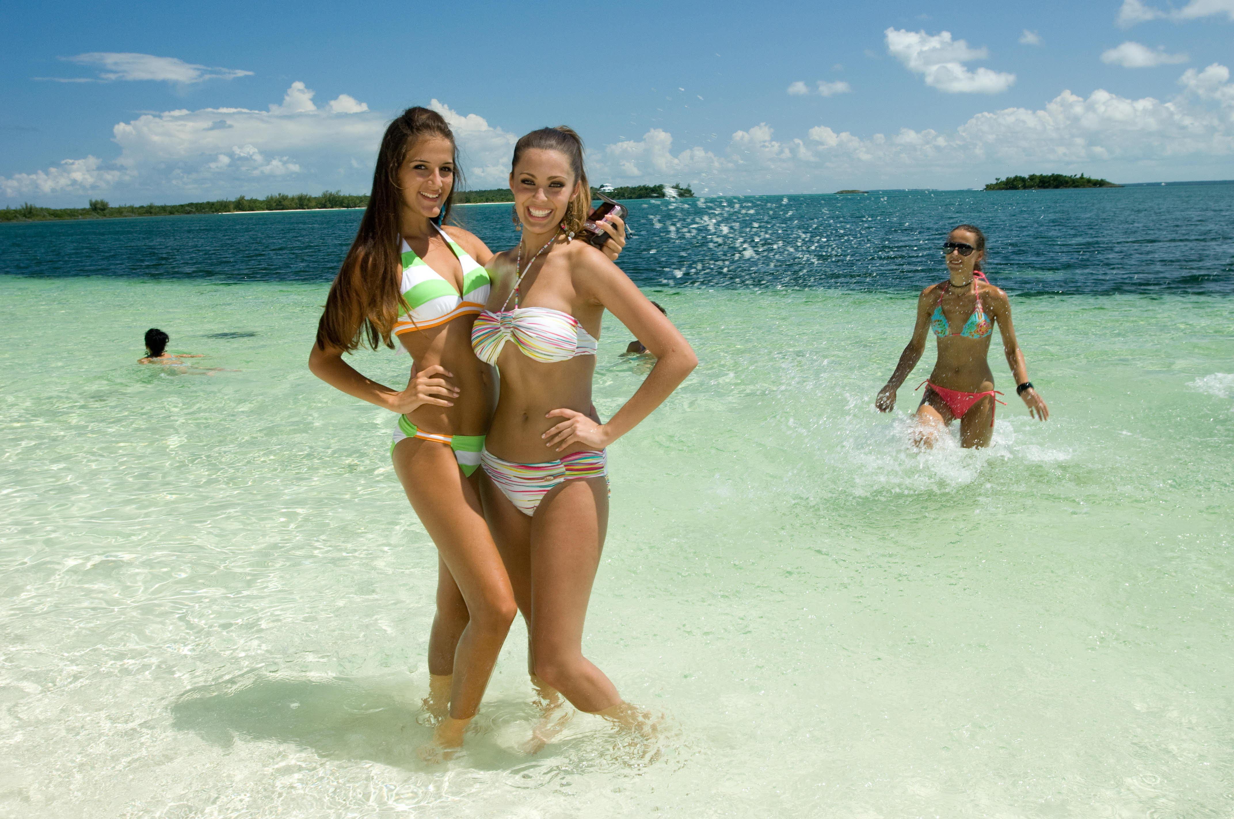Толстые девушки на пляже 15 фотография